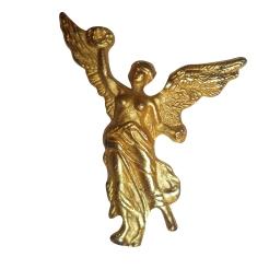 Pin escultural, acabado dorado